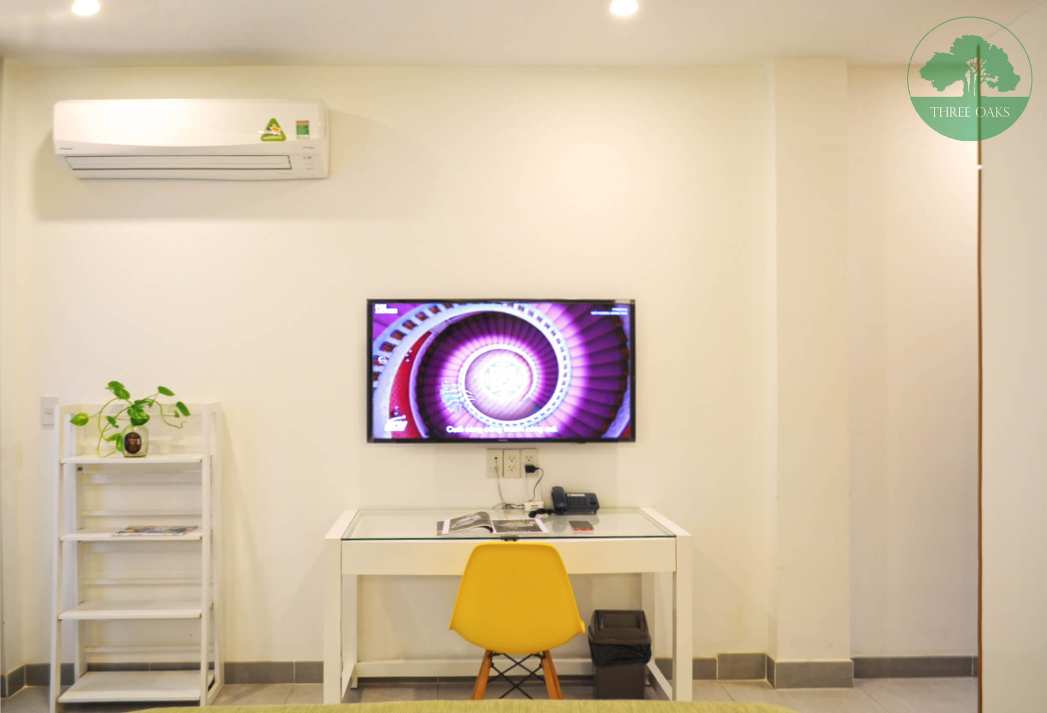 serviced-aparment-room-for-rent-saigon-One-bedroom-with-Small-backyard-6